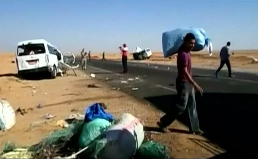مصرع 5 وإصابة 9 آخرين في حادث انقلاب سيارة بالطريق الصحراوي بالبحيرة