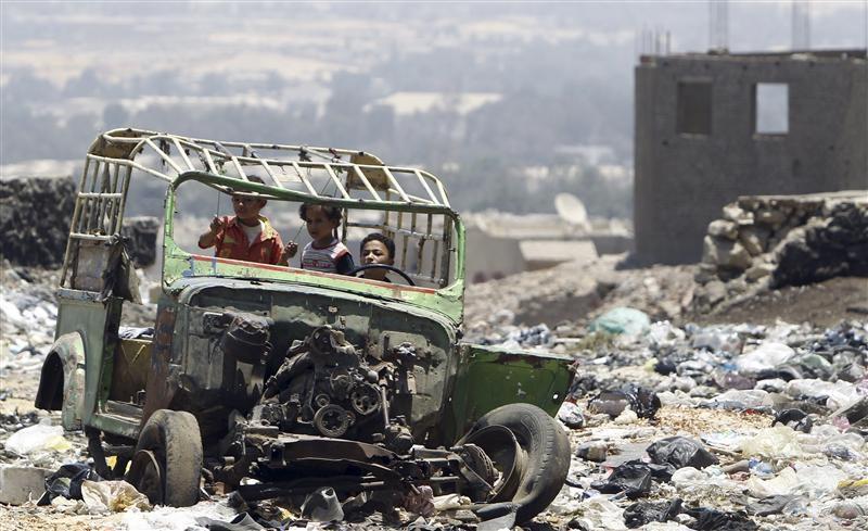 محلب يبحث أزمة القمامة في القاهرة الكبرى.. وبدء منظومة جديدة لرفع المخلفات في 8 مارس