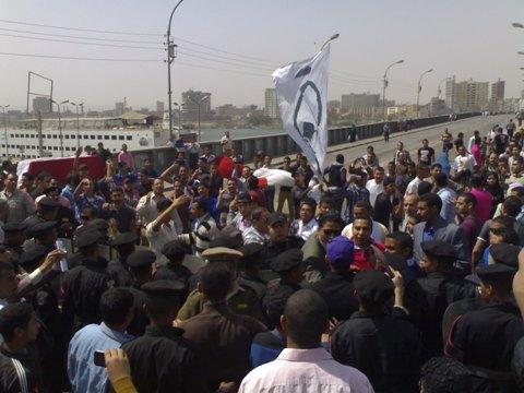 اشتباكات بين مؤيدي مرسي وقوات الأمن في محيط مبنى ديوان عام محافظة سوهاج