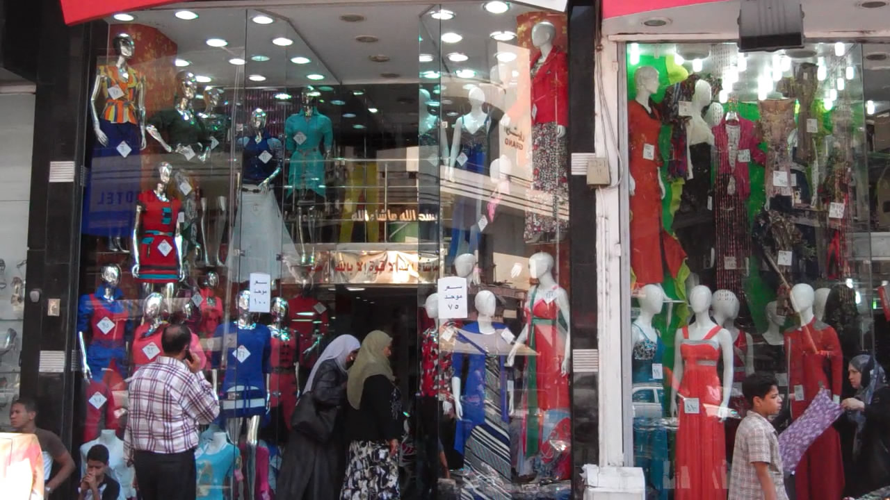 رغم الاضطرابات السياسية والأمنية..انتعاش تجارة الملابس الجاهزة قبيل حلول عيد الفطر المبارك