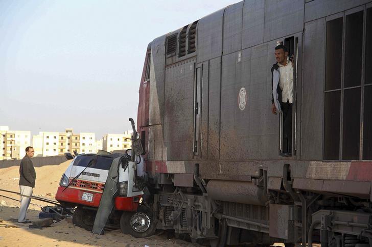 توقف حركة القطارات بقنا بسبب اصطدام قطار بسيارة نقل