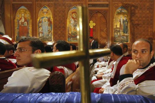 الأنبا انطونيوس بعد انتهاء اجتماع الكنائس والأزهر لتوحيد الرؤية بلجنة الدستور:الكنائس اتفقت على عدم مناقشة المادة 219
