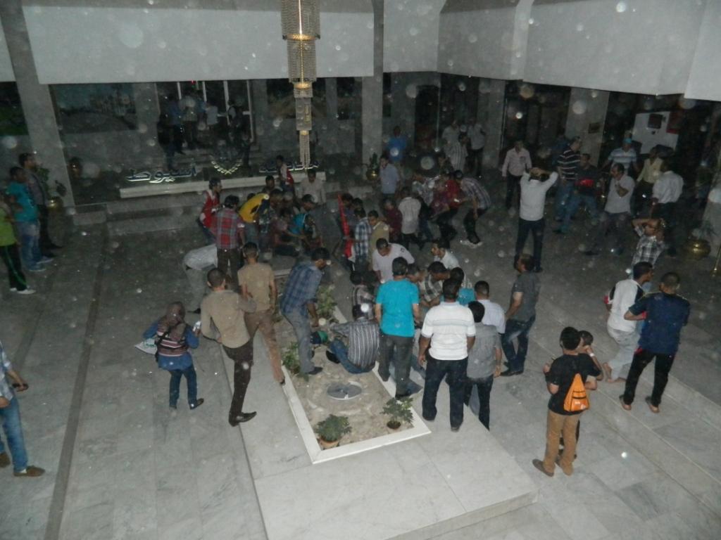 إغلاق مبنى المحافظة في أسيوط وسوهاج ومطالبات بمحاكمة مرسي بتهمة قتل متظاهري 30 يونيو