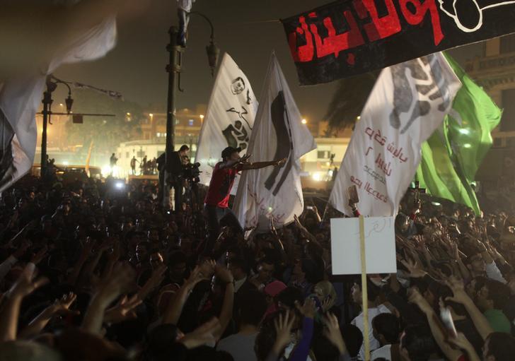 حبس 4 أعضاء من 6 إبريل 15 يوما بتهمة التظاهر والانتماء لجماعة محظورة