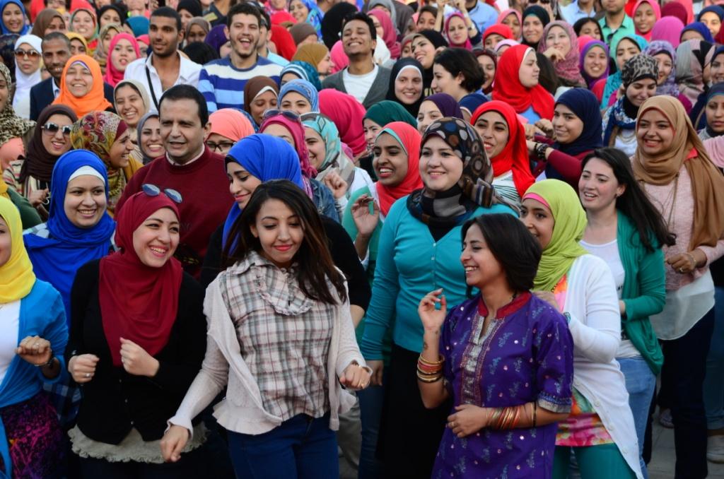 مصريون يرقصون على أنغام بوليوود الهندية