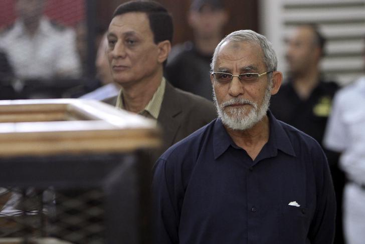 تأجيل محاكمة بديع وآخرين في قضية قسم شرطة العرب ببورسعيد بسبب ذكرى