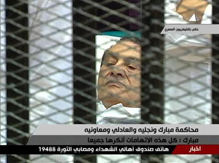 عاجل- حكم بسجن حسني مبارك 3 سنوات في قضية