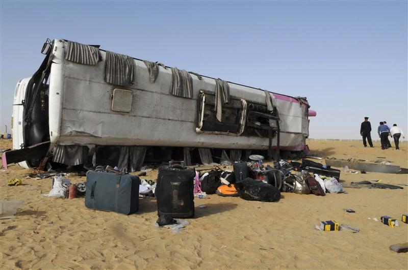 وكالة: مقتل 10 أشخاص وإصابة 8 آخرين في حادث تصادم على الطريق الصحراوي بالبحيرة