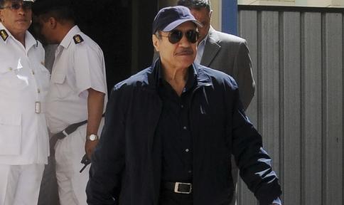 إحالة وزير الداخلية الأسبق حبيب العادلي و12 آخرين إلى الجنايات بتهمة الاستيلاء على المال العام