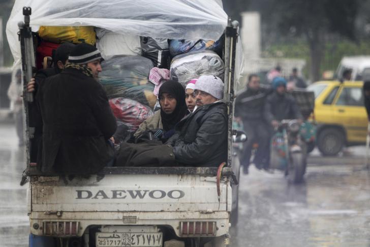 البعثة المصرية في دمشق تعيد بعض المصريين العالقين في سوريا