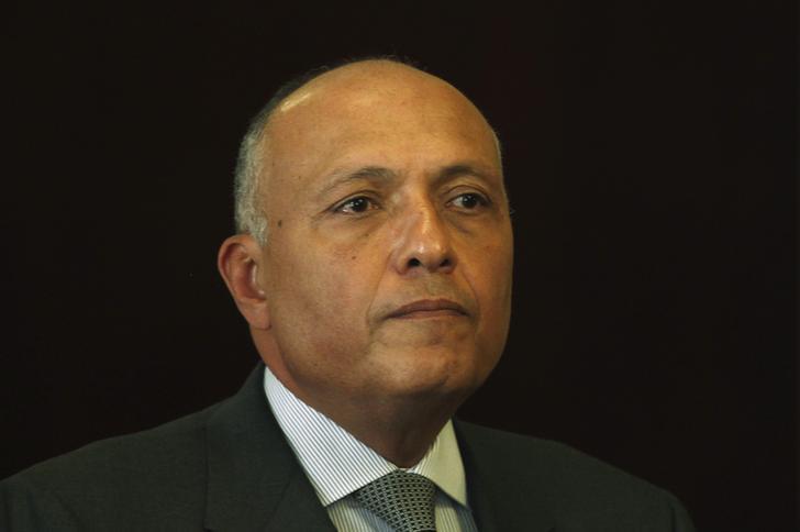 سامح شكري يبحث نظيره الجزائري سبل تطوير العلاقات الثنائية والملفات الإقليمية