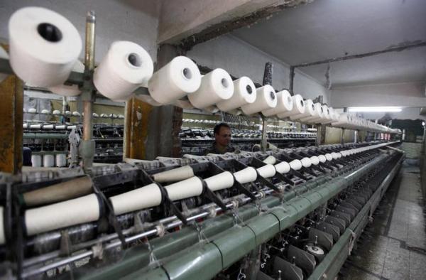الصناعات النسيجية تطالب الحكومة بمساندتها لمواجهة الأقمشة والملابس الجاهزة المهربة من الخارج