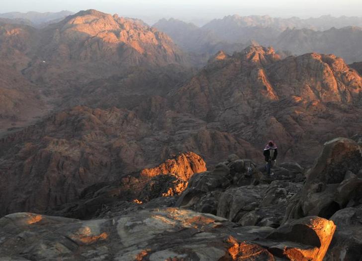 محافظ جنوب سيناء يقيل رئيس مدينة سانت كاترين لتقاعسه في إدارة أزمة العاصفة الثلجية
