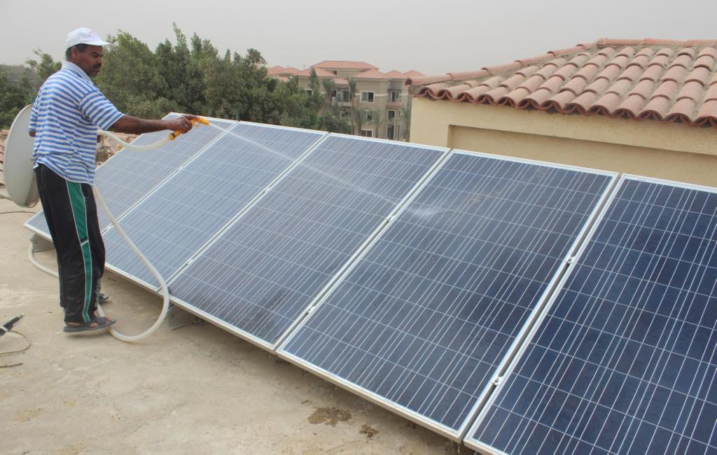 بالفيديو.. كيف تنتج كهرباء في منزلك وتبيعها للحكومة؟