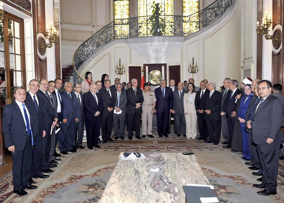 السيسي يكلف إبراهيم محلب بتشكيل الحكومة الجديدة